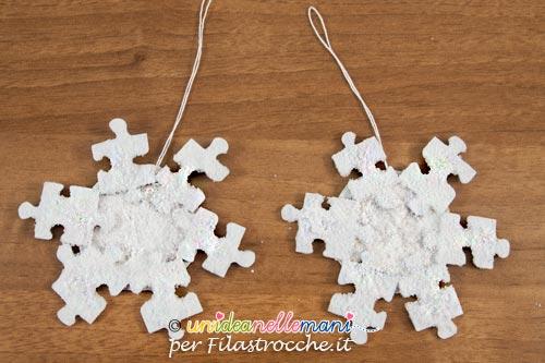 Fiocchi di neve fai da te con materiale riciclato - Decorazioni di natale con materiale riciclato ...