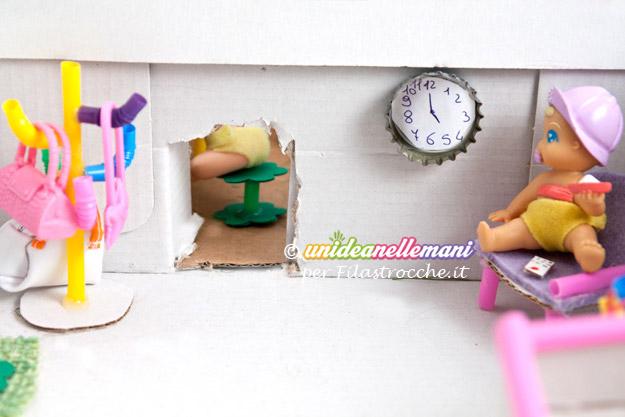 Come fare una casa delle bambole fai da te in miniatura for Piccoli piani di casa con un sacco di finestre