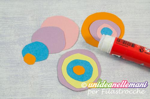 cerchi colorati di carta