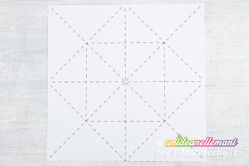 foglio-di-carta-linee-piegatura