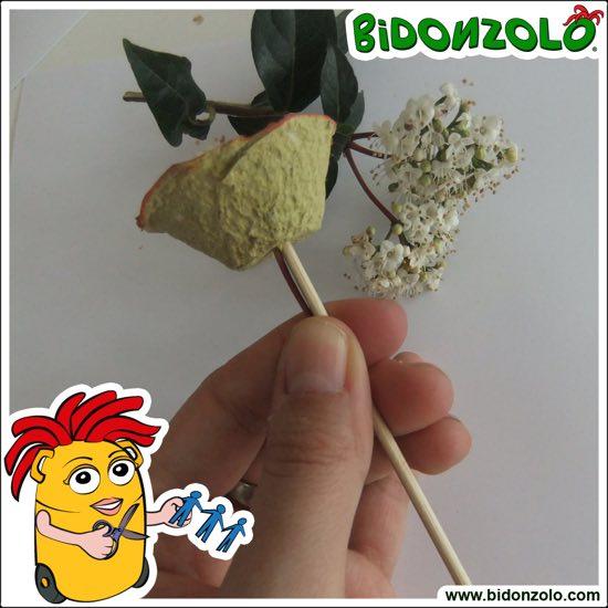 vasetto di fiori di cartone
